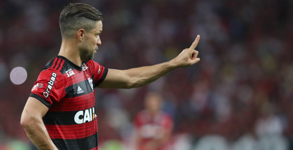 Pai de Diego, do Flamengo, nega procura do Santos